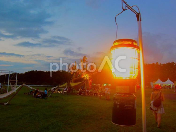 夕方のキャンプの写真