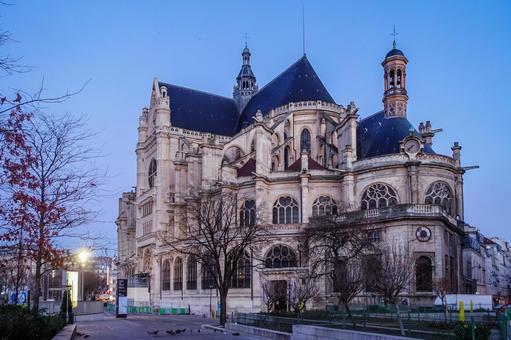 From Les Halles (Nelson Mandela Park) in Paris to Saint-Eustache Church (Eglise Saint-Eustache)