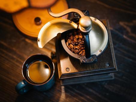 咖啡和咖啡磨