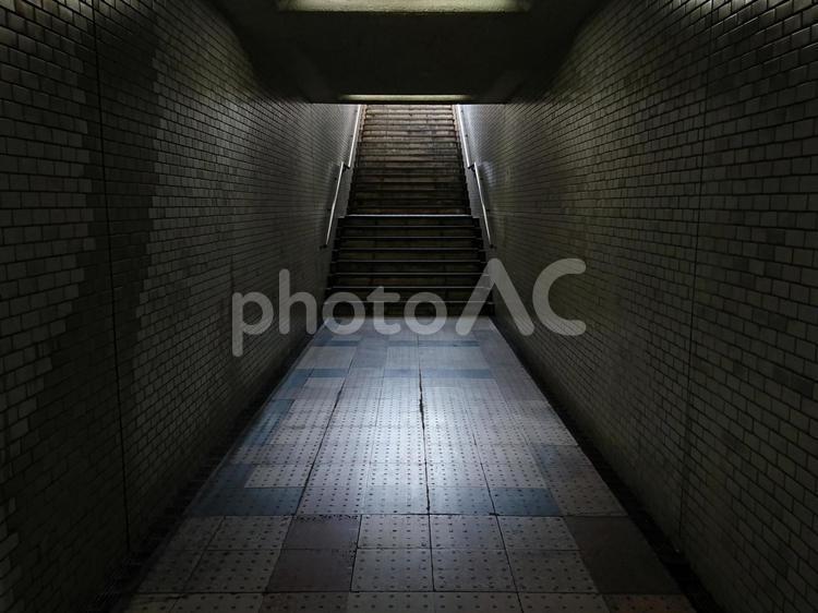 地下道の階段の写真