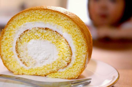 롤 케이크와 아이