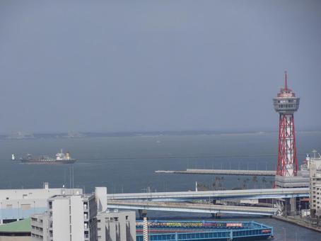 하카타 타워와 배