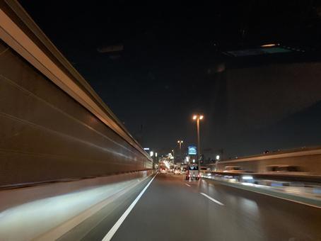밤의 도시 고속도로