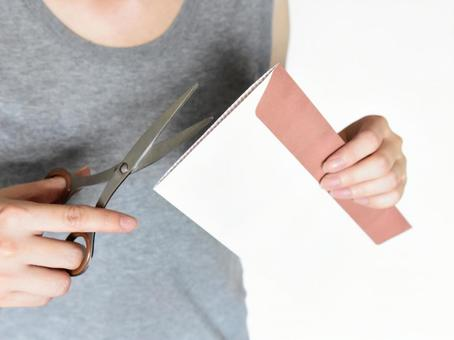 Person who opens the received envelope with scissors