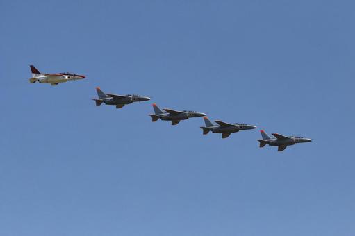 Air Self-Defense Force T-4 training aircraft formation flight (Iruma base / Tokyo)