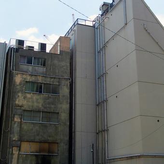 건물 뒤편