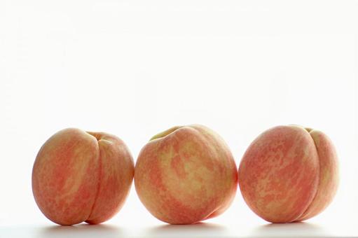 Peach _ three girls 02