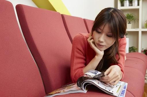 Female seeing magazines 27