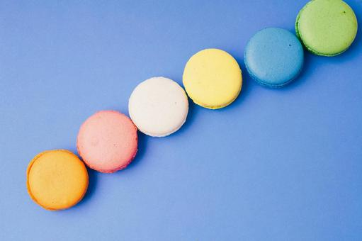 Clearly arranged macaroons 6