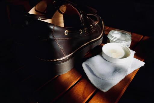 Leather shoes that have been shined