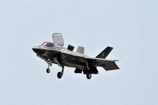 Hovering F35
