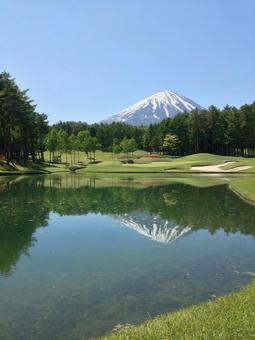 Golf course upside down Fuji
