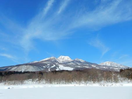 Snow scenery, Myoko · This snowy face of the pond (Newt pond · Myokoyama)