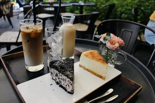 Cake, latte and 1.