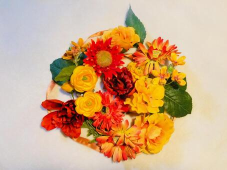 오렌지 계열 꽃 옆