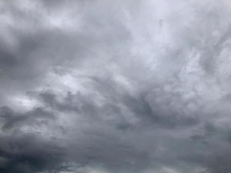 장마의 흐린 하늘