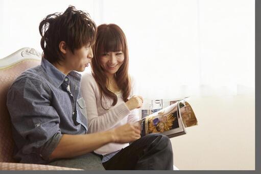 Couple seeing magazines 13