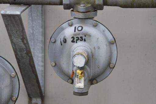 파이프에 장착 된 가스 압력 조정기 노스 밴쿠버 브리티시 컬럼비아 캐나다