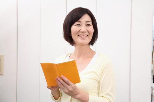 查看筆記本高級女子3