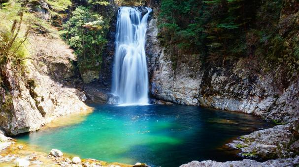 A rainbow-colored waterfall basin in the Osugi Valley