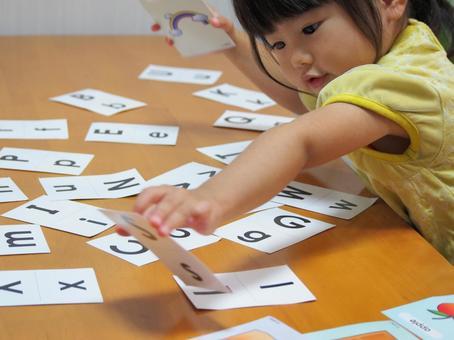 女孩玩英文卡6