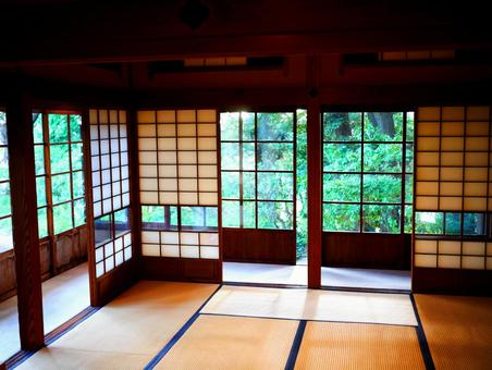 Scenery where you can see the green from the Japanese-style room