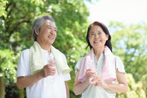 Senior couple playing sports 1