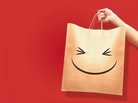 有一個笑臉紙袋