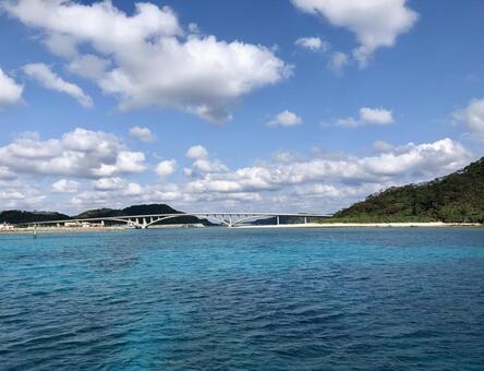 아카 대교 선박에서의 전망 오키나와 게 라마 제도 아카