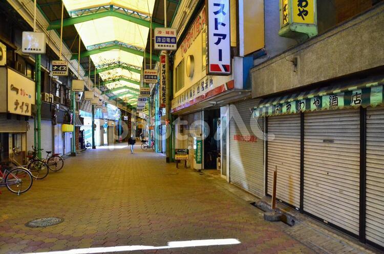 寂れた商店街の写真