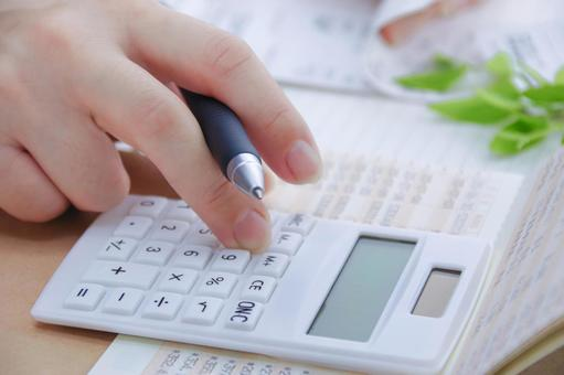 Woman money to calculate