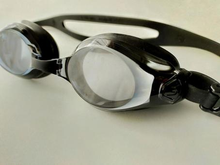 Clear type underwater glasses
