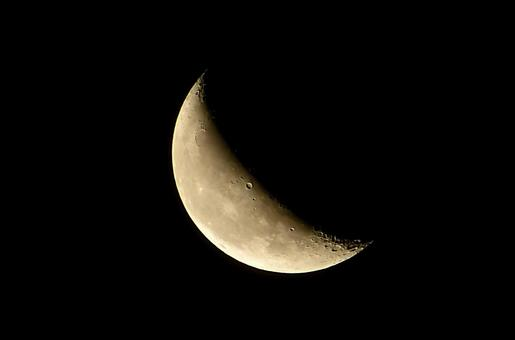 There are the moon (月 齢 23.6)