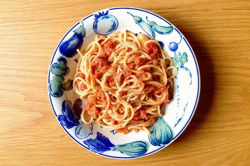 Homemade tomato sauce spaghetti