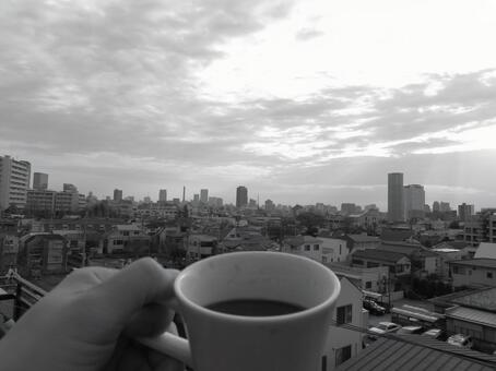 Coffee time 1 while watching the cityscape