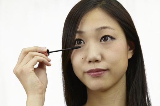 婦女粉刷睫毛膏9