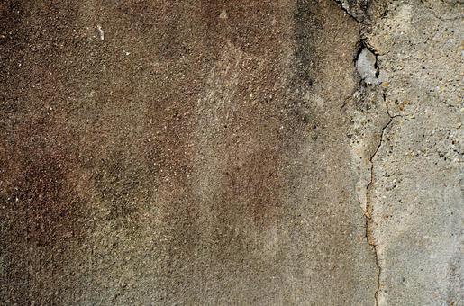 갈색 풍화 된 박격포 벽