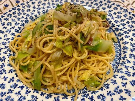 Anchovy and cabbage pasta