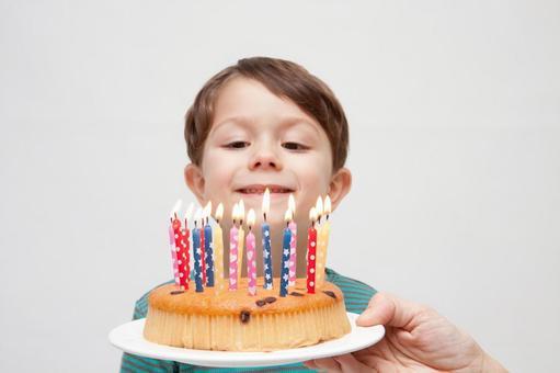 生日蛋糕和男孩1