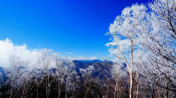 Mt. Kumotori's rime and mountains