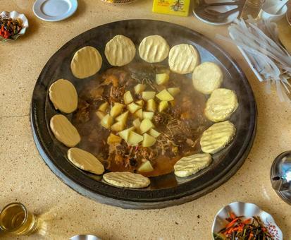 중국의 향토 요리 鉄鍋屯 (텟카톤) 동북 농가 냄비 동북 지방