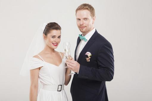 新娘和新郎2喝香槟