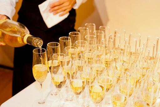 뷔페 스타일의 화이트 와인 2