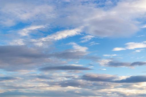 장마의 맑은 하늘의 하늘
