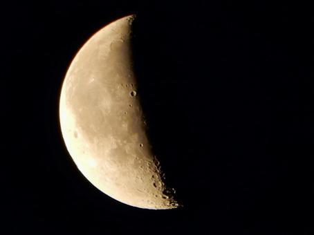 从青山高原看月亮