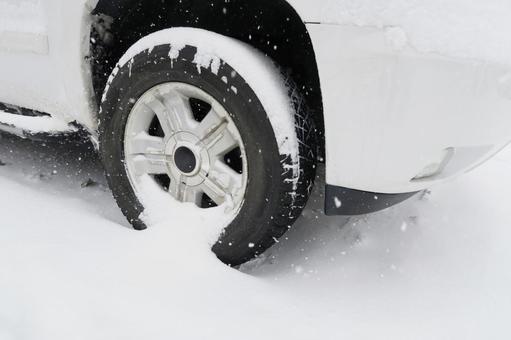 雪盖和冬季轮胎