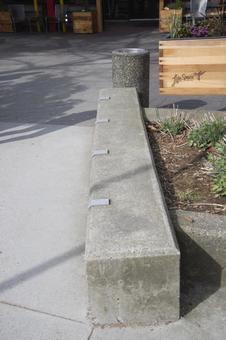 스케 - 날아 - 드를 피하기 위해 설치된 손잡이 노스 밴쿠버 브리티시 컬럼비아 캐나다