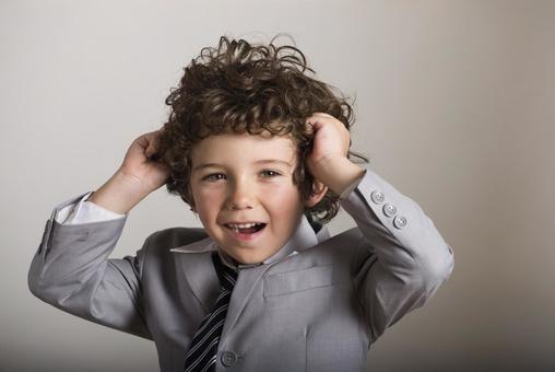 Child to arrange hair 2