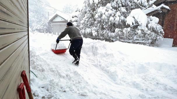 刮雪与雪堆
