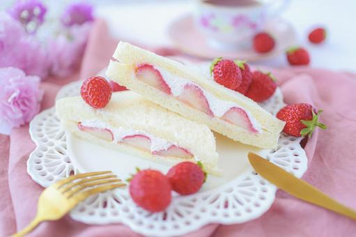 Strawberry fruit sandwich
